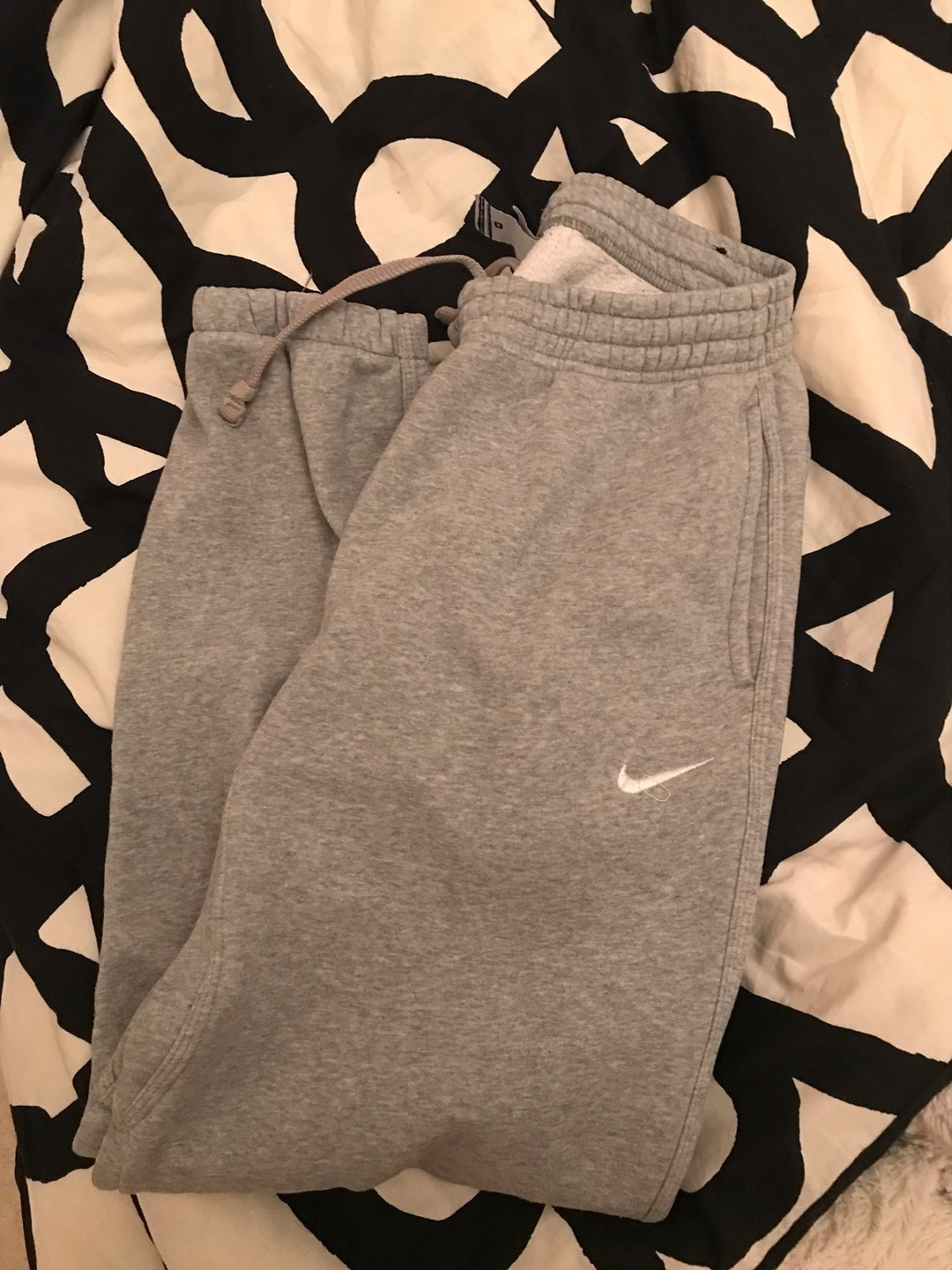 Women's trousers & jeans - NIKE photo 1