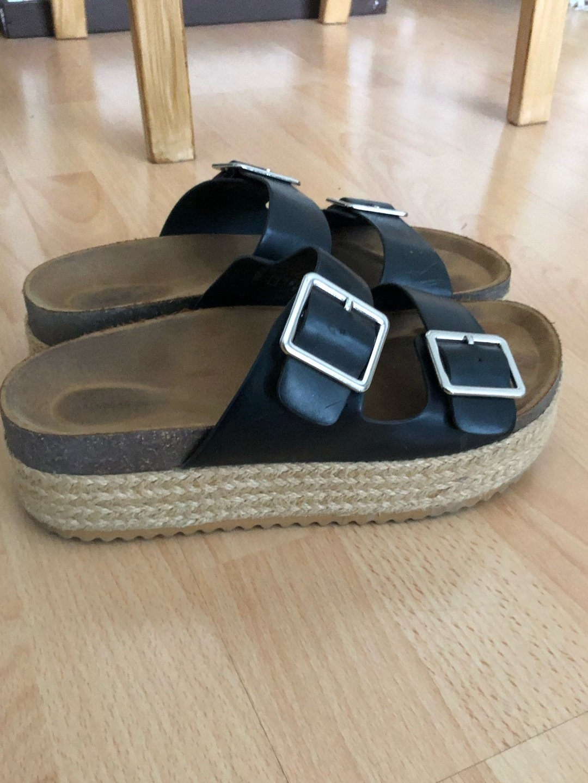 Women's sandals & slippers - PULL&BEAR photo 1