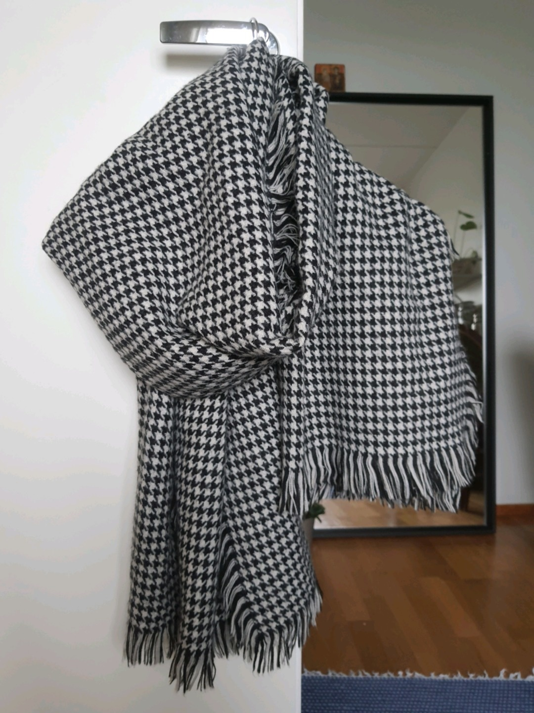 Women's scarves & shawls - ONLY photo 1