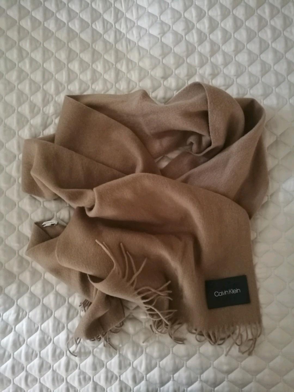 Women's scarves & shawls - CALVIN KLEIN photo 1