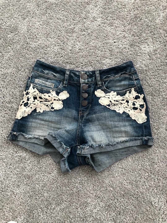Women's shorts - MUDD photo 1