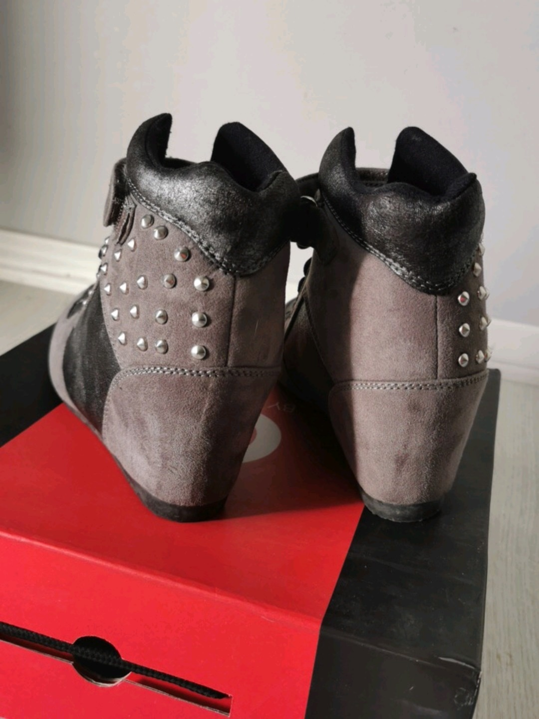 Women's sneakers - G BY GUESS photo 2