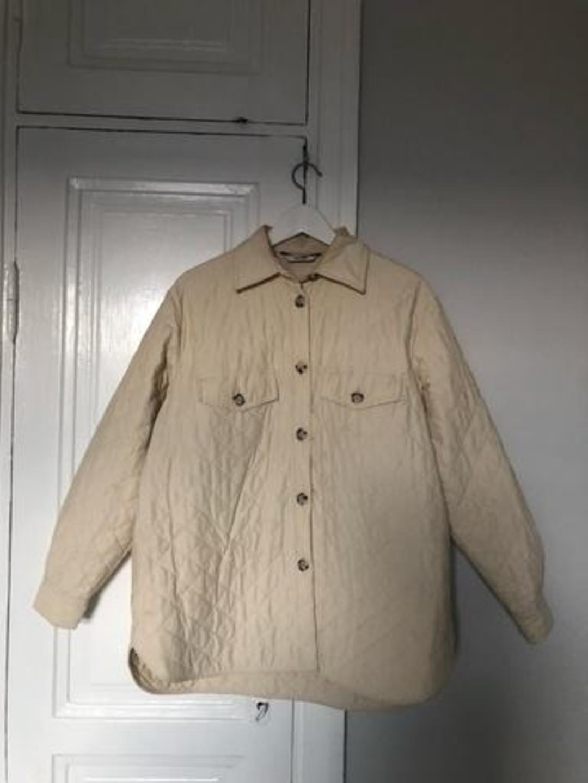 Damers frakker og jakker - & OTHER STORIES photo 1