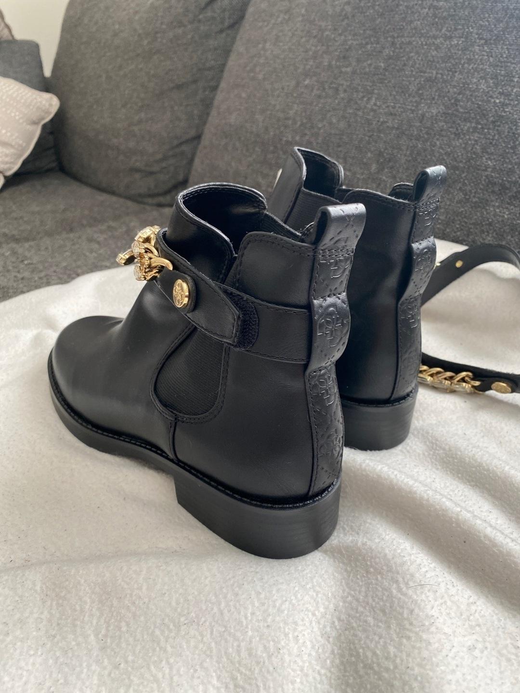 Women's boots - GUESS photo 2