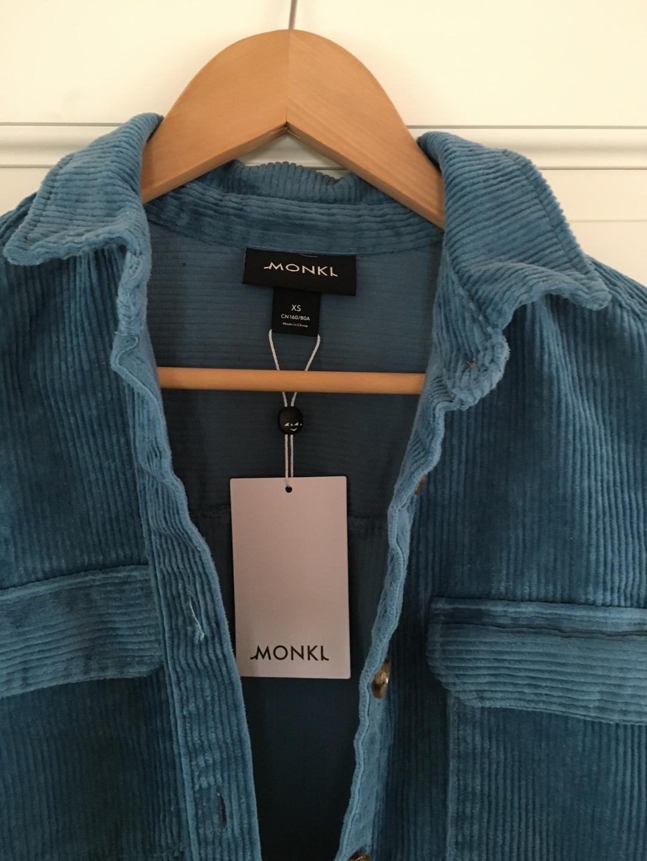 Damen blusen & t-shirts - MONKI photo 3