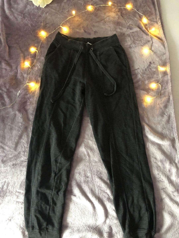Damers bukser og jeans - H UNF M photo 2