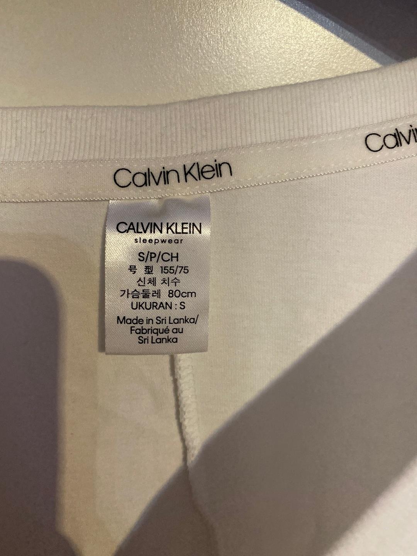 Naiset topit & t-paidat - CALVIN KLEIN photo 3
