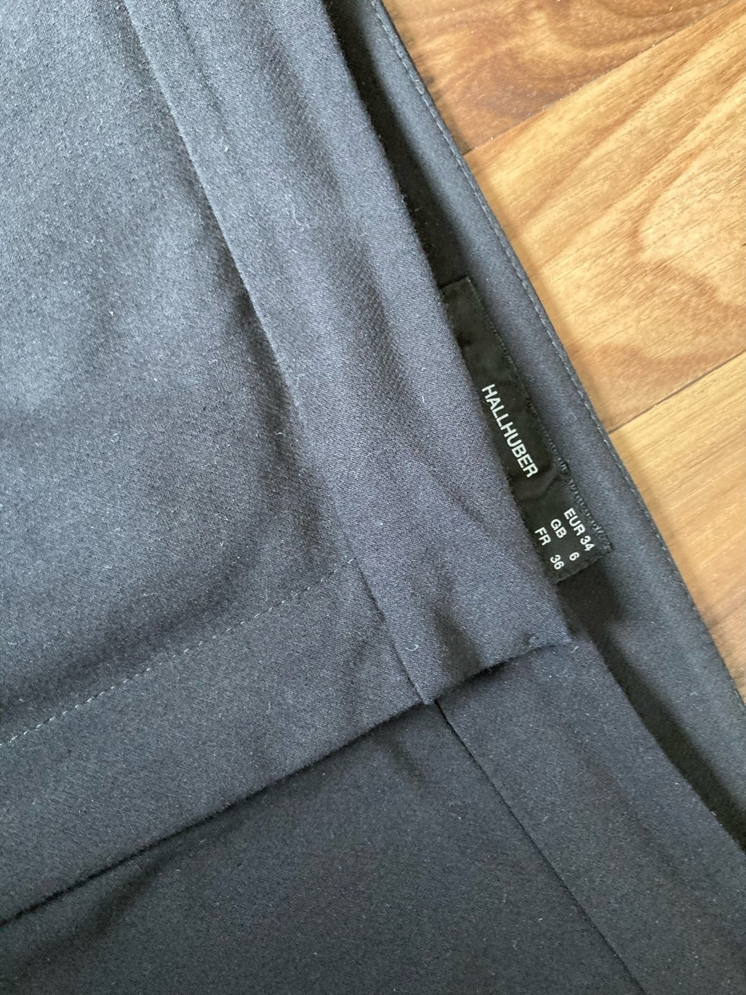 Women's trousers & jeans - HALLHUBER photo 4