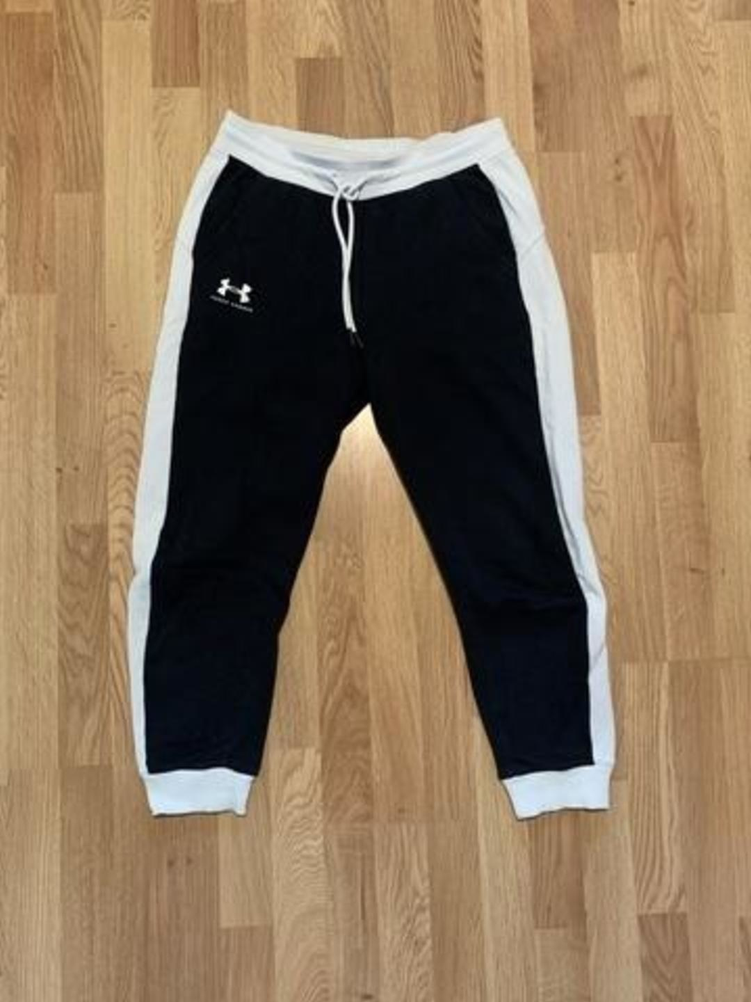 Women's trousers & jeans - UNDER ARMOUR photo 1