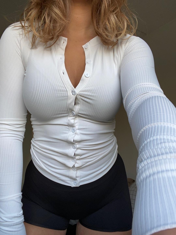 Damers trøjer og cardigans - NICKI STUDIOS photo 1