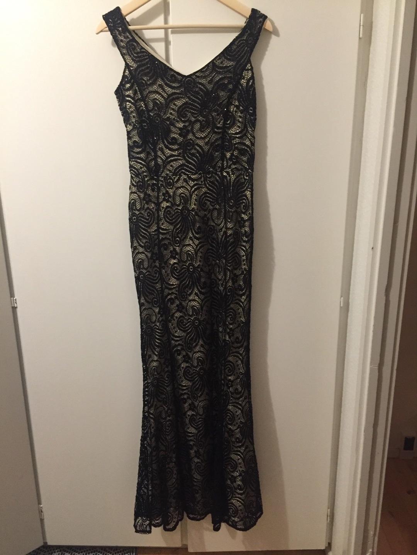 Women's dresses - QUIZ photo 1