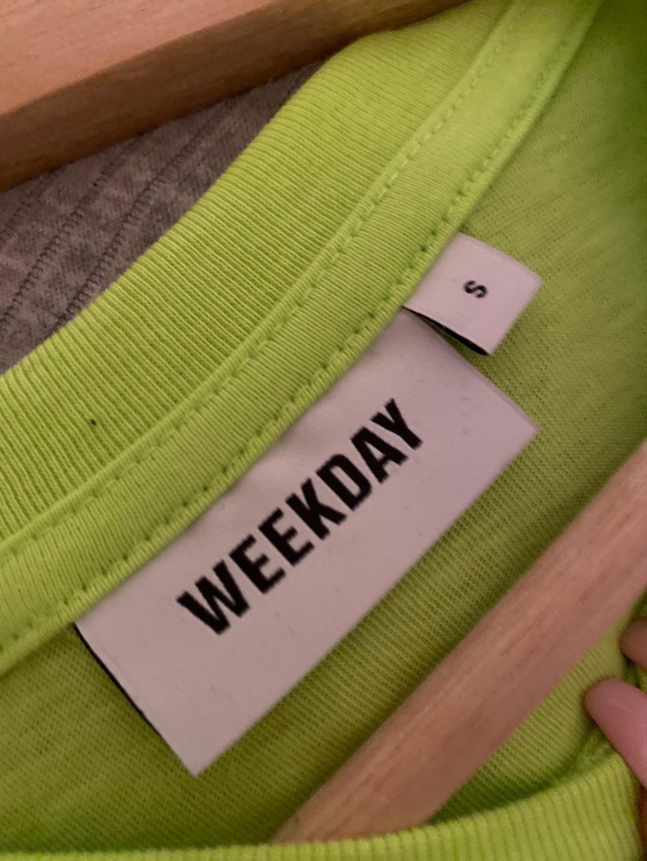 Naiset topit & t-paidat - WEEKDAY photo 3