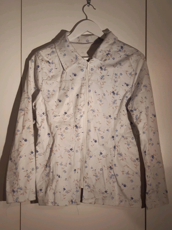 Women's coats & jackets - 1990 photo 1