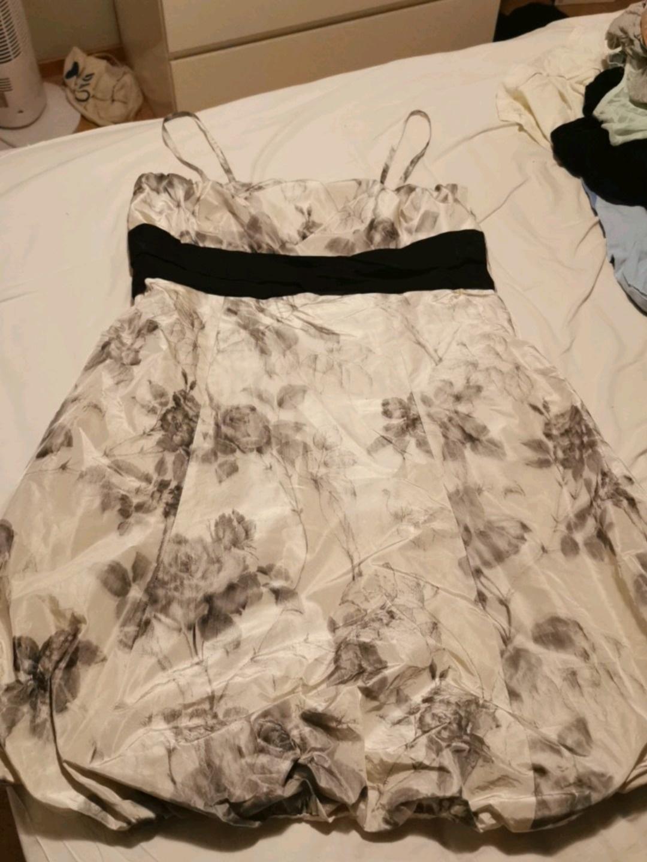 Damers kjoler - S.T.I photo 1