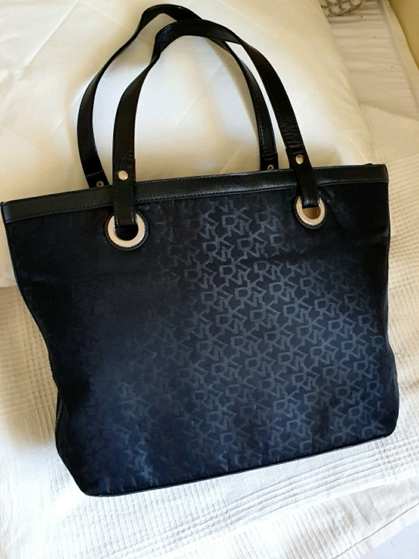Damers tasker og punge - DKNY photo 1