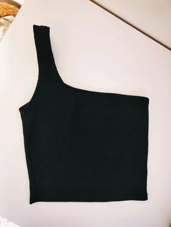 Damen tops & t-shirts - PULL&BEAR photo 1