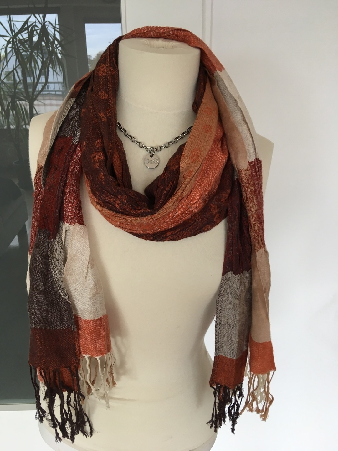 Women's scarves & shawls - - photo 1
