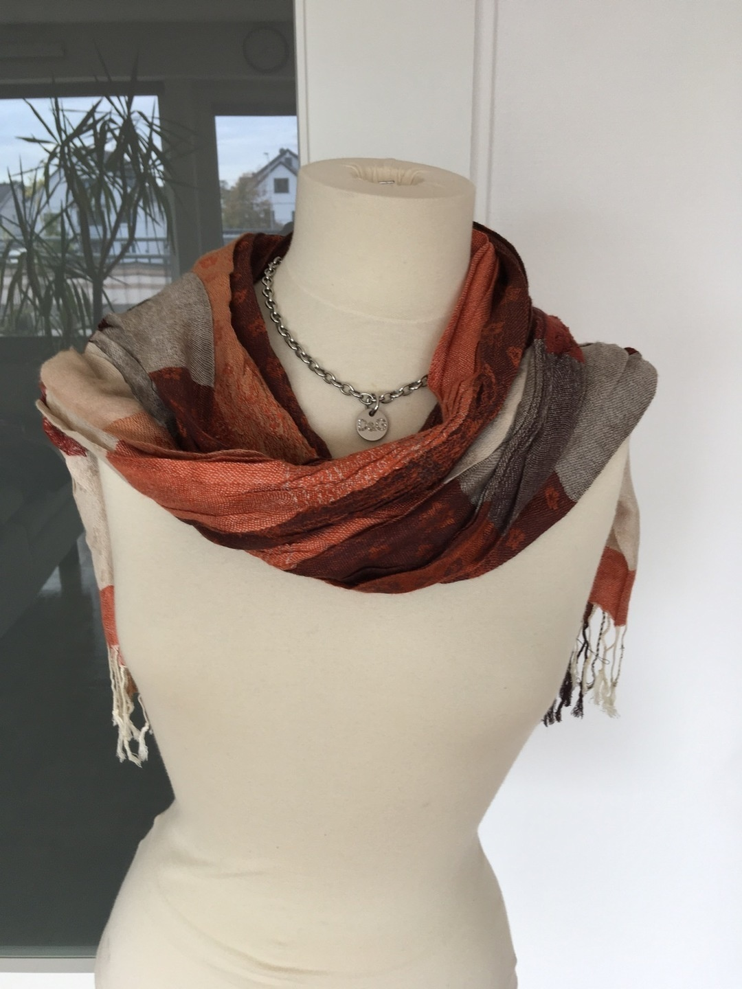 Women's scarves & shawls - - photo 2