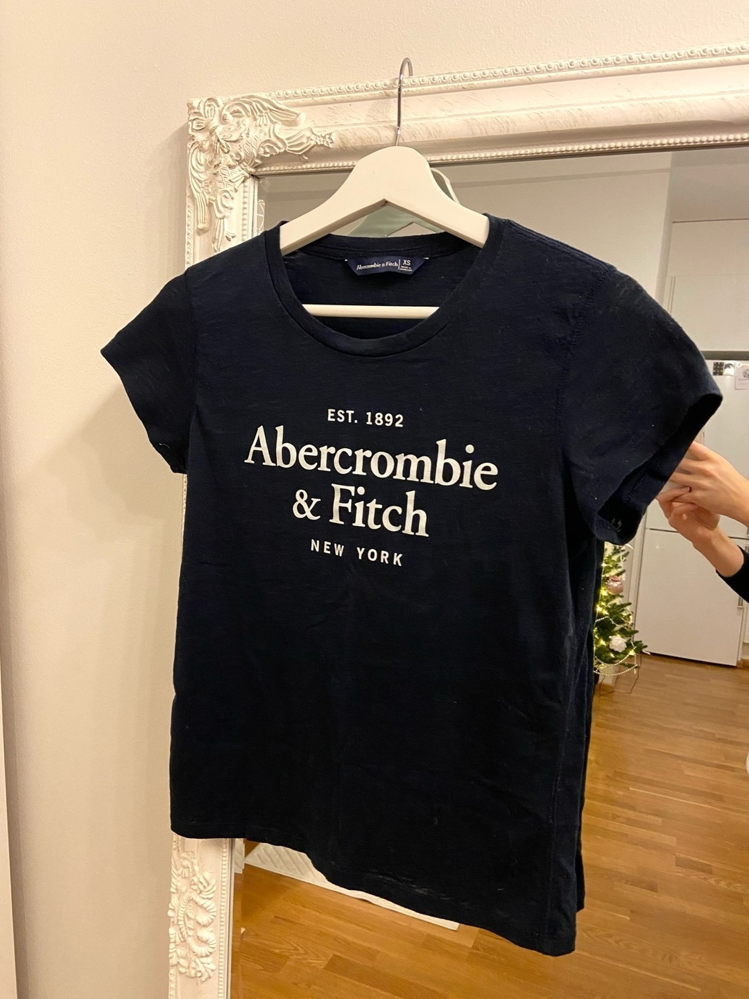 Women's tops & t-shirts - ABERCROMBIE & FITCH photo 1