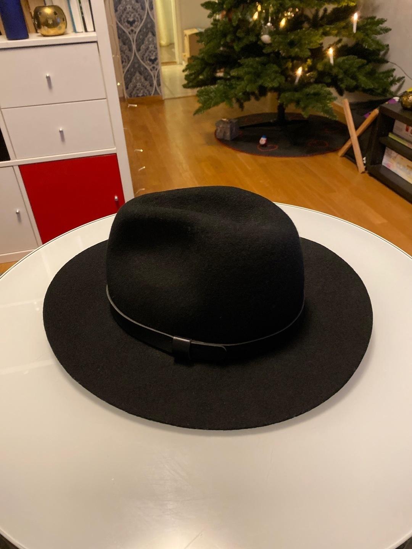 Women's hats & caps - H&M photo 1
