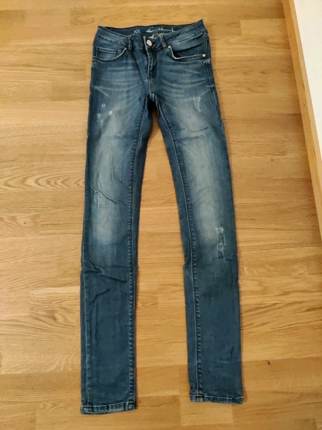 Women's trousers & jeans - NEVER DEMIN photo 1