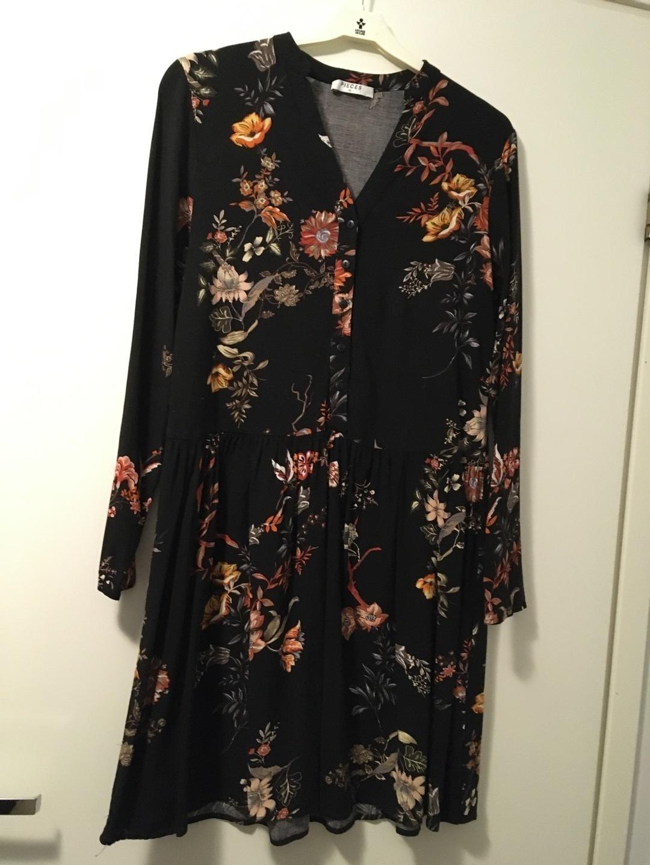 Damers kjoler - PIECES photo 1