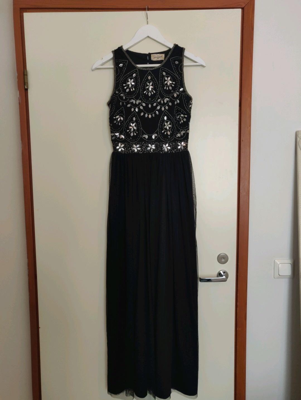 Women's dresses - LACE & BEADS photo 1