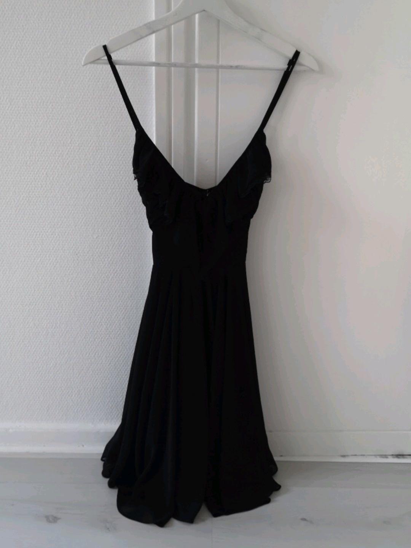 Women's dresses - GUESS photo 1