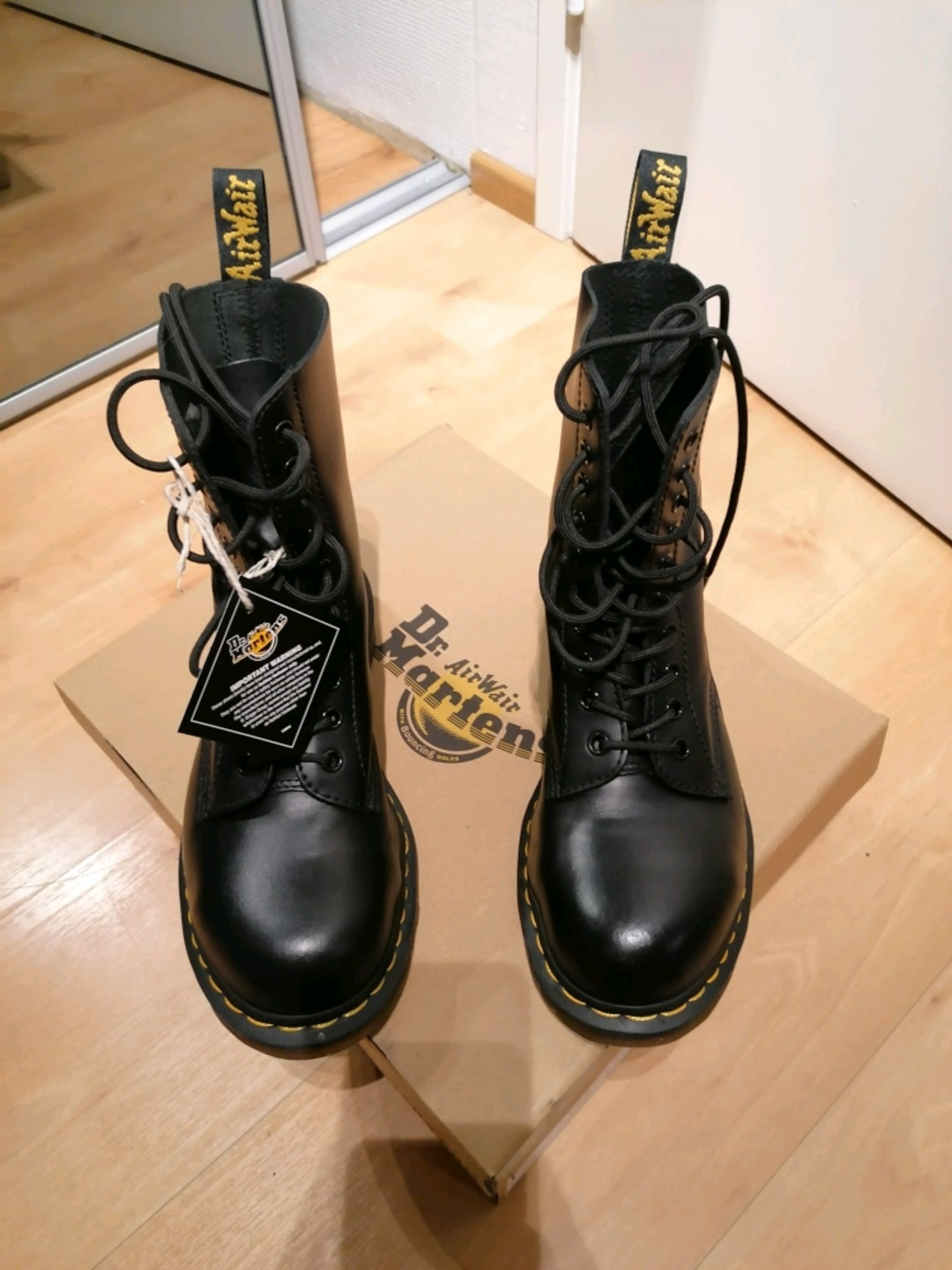Women's winter & rain - DR. MARTENS photo 1