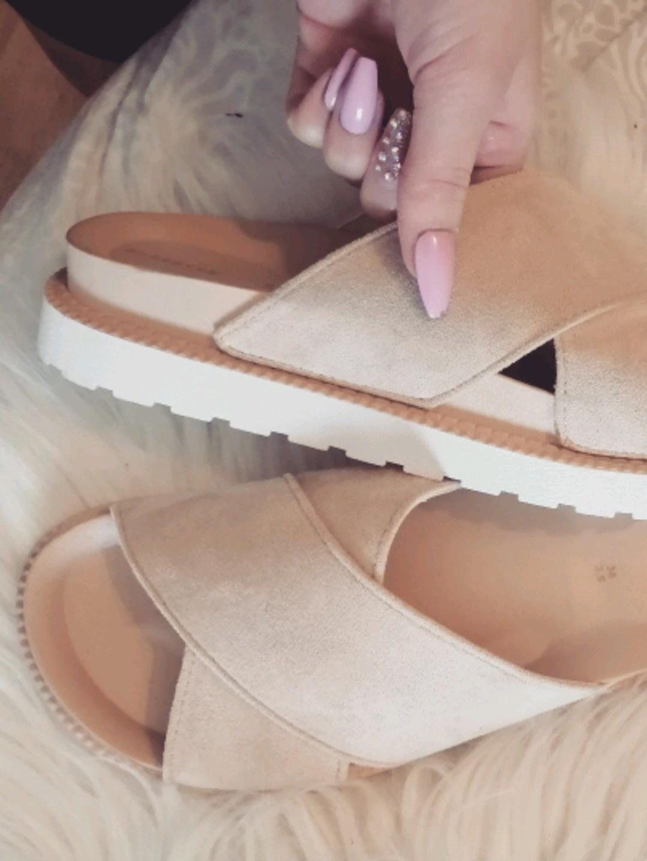 Damen sandalen & slipper - RESERVED photo 1