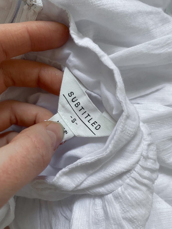 Women's dresses - SUBTITLED photo 4