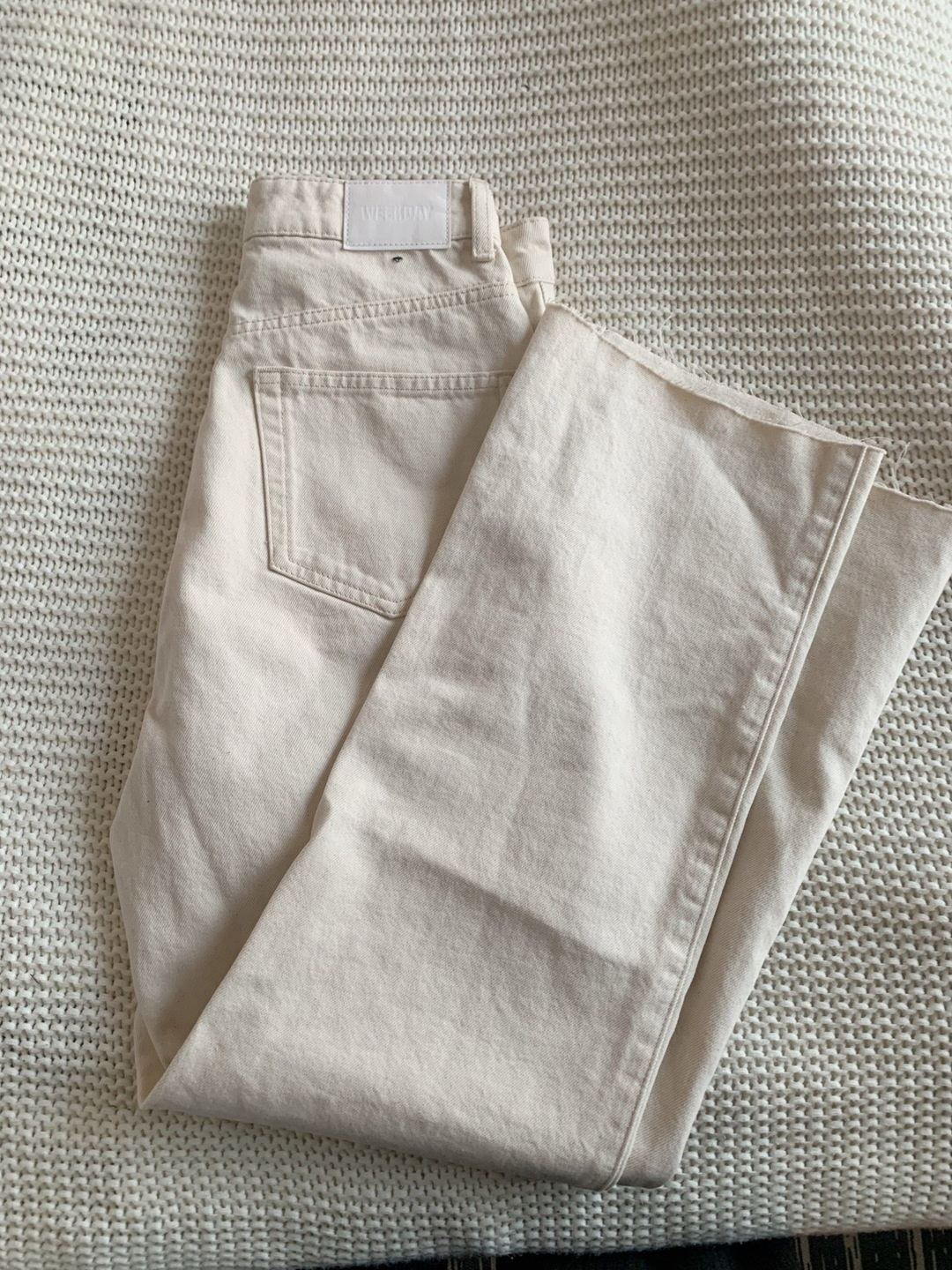 Women's trousers & jeans - WEEKDAY photo 1